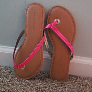 Banana republic pink flip flops never worn!!